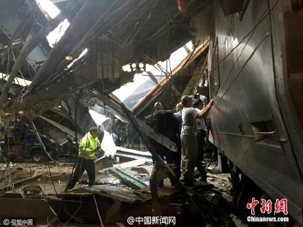 美国火车撞月台已百人受伤 仍有乘客被困车厢