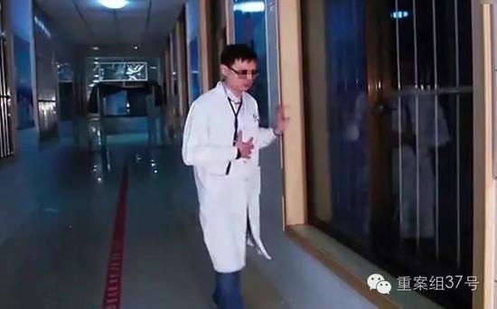 遇害医生李宝华生前工作照。 资料图片