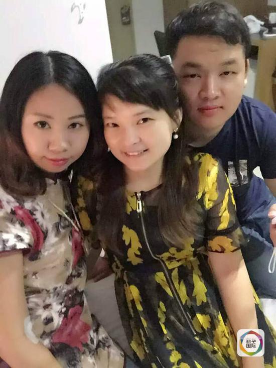 杨莉(左)与受伤游客的领队罗琳以及献血的唐山小伙。(图片由杨莉提供)