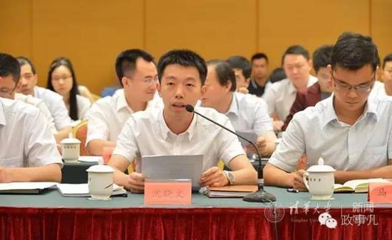 时任南平市蒲城县委副书记的沈晓文代表往届引进生发言。
