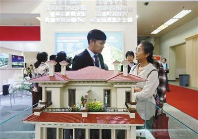 从天而降的新政让购房人措手不迭,开辟商乱了阵脚。图/视觉中国