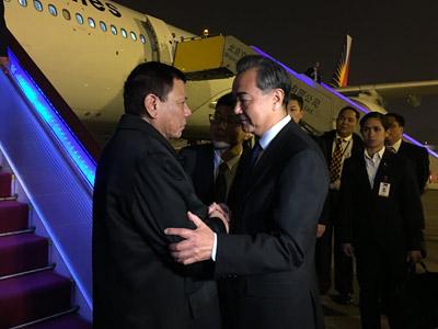 菲律宾总统杜特尔特抵达北京开启访华之旅