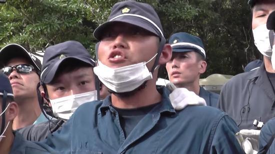 日本警察辱骂冲绳民众:闭嘴!支那人!(视频截图)