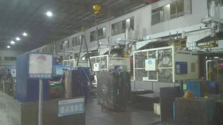 四川汽车职业技术学院汽车制造等专业的学生,被安排到安徽合肥某电视生产厂车间实习。