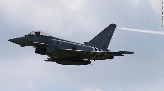 """资料图:英国""""台风""""战斗机"""