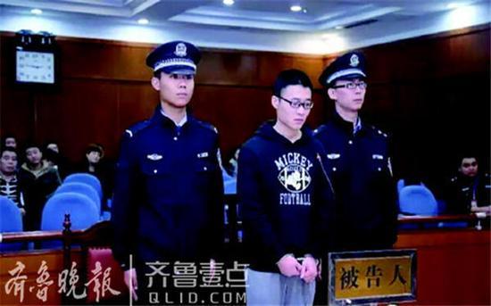 庭审现场。图片来自济南中院官方微信。