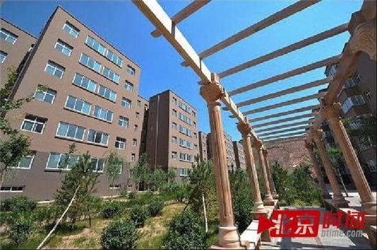 2012年,新华社报道时配发的新闻图:牛家沟新区廉租房小区内一景。