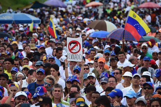 委内瑞拉反对党宣布大罢工 政府威胁将动用军队