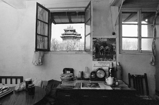 角楼下,1994年。