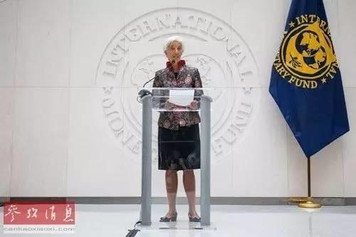 """▲资料图片:9月30日,国际货币基金组织总裁拉加德在新闻发布会上表示,人民币""""入篮""""体现了中国在货币改革和金融体系等领域取得的进步。(法新社)"""