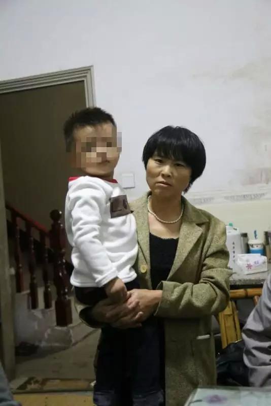 黄武林的孩子和母亲