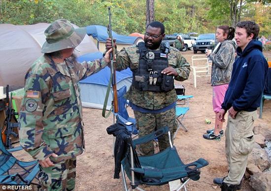 美国乔治亚民兵训练:希拉里当选就进军华盛顿