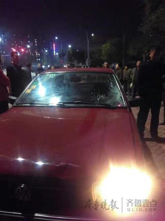 男子开车遇查酒驾 撞飞交警后加油门逃逸(图)