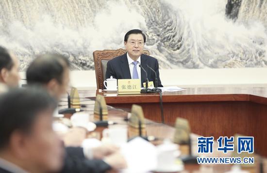 11月6日,十二届全国人大常委会第八十二次委员长会议在北京人民大会堂举行,张德江委员长主持会议。 新华社记者 丁林 摄