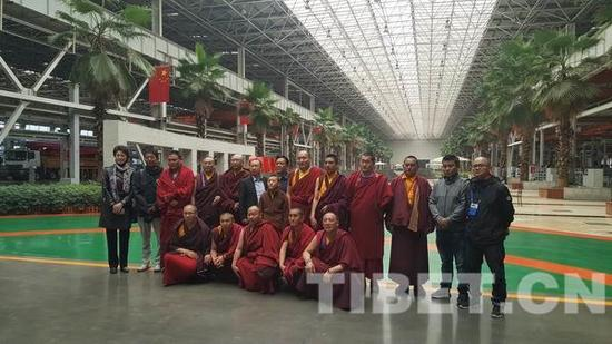 10月25日,培训班参观三一重工企业厂房时合影留念。