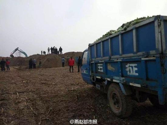 河北坠井男童救援:现场启动人工挖掘