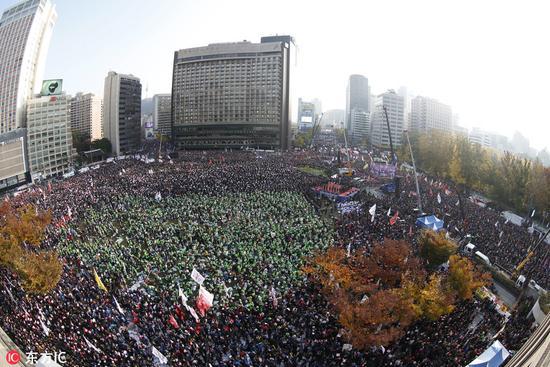韩国首尔数十万市民大规模示威 要求朴槿惠下台