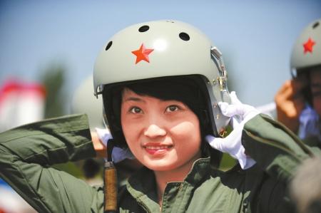空军歼-10女飞行员余旭。(资料照片)新华社发