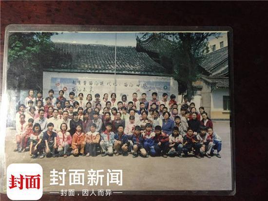 小学毕业于蜀南小学(原正东街小学)