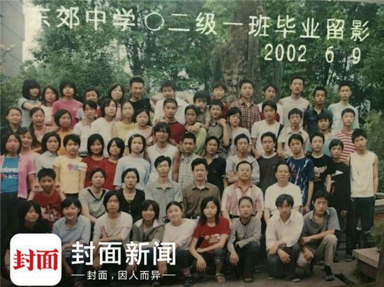 初中毕业照(崇庆中学附属初中,3排左起第5名为余旭)