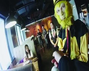 主播扮悟空餐厅讲荤段子吸粉 女食客遭调戏报警!