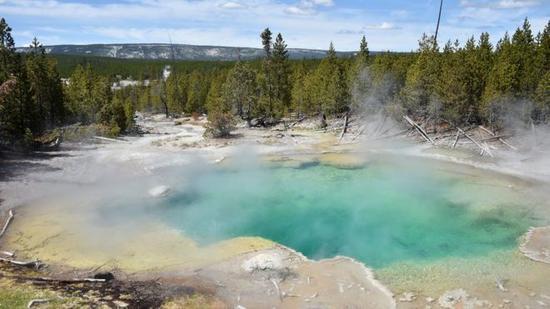 强酸性热泉