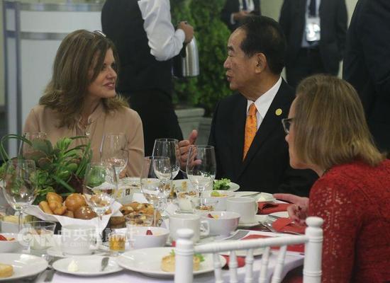 宋楚瑜与秘鲁第二副总统阿劳斯交流