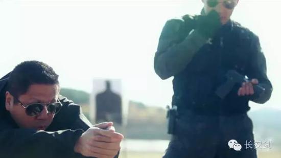 揭秘狙击手生活:枪声和火药味让我感到享受