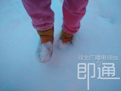 承德县的积雪已经能没过脚踝。(承德拍客梁艳杰摄)
