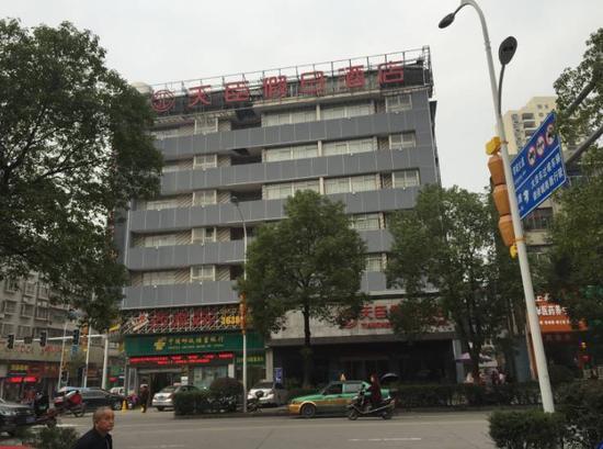 慈利宾馆是秀秀等嫌疑人介绍未成年女孩卖淫地点之一。新京报记者安钟汝 摄