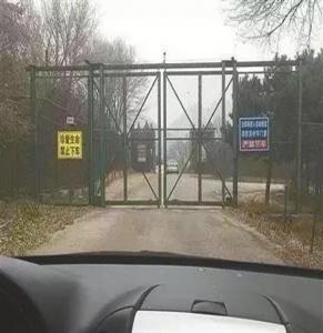 重新开园后,虎园增设了电网和警示牌。