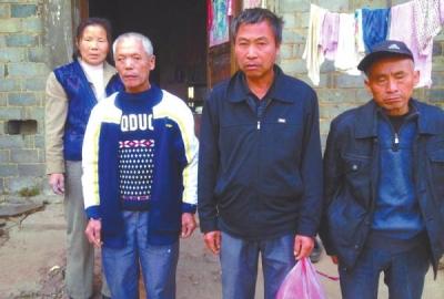 已被判死缓、在狱中服刑的4个村民的家人一直在为儿子喊冤。