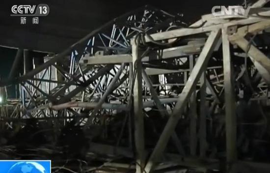 电厂工地坍塌中心现场