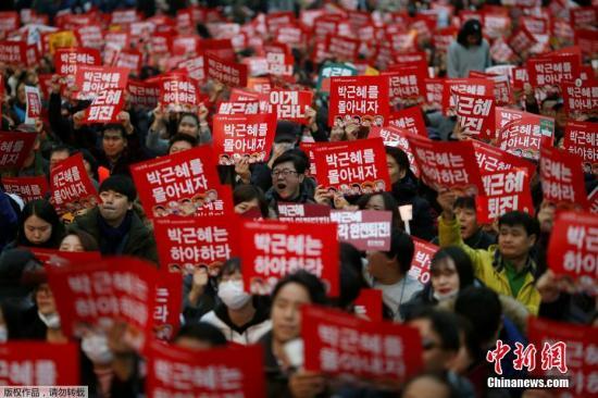 韩总统朴槿惠支持率跌至4% 创民选总统历来最低