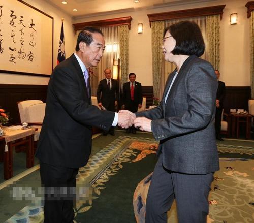 蔡英文接见宋楚瑜APEC代表团 称任务圆满成功