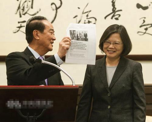 蔡英文接见台APEC代表团团长宋楚瑜