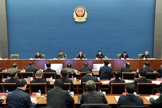 11月29日,国家反恐工作领导小组、公安部联合召开全国视频会议,部署当前和今后一个时期的反恐怖工作。国务委员、国家反恐怖工作领导小组组长、公安部部长郭声琨出席并讲话。