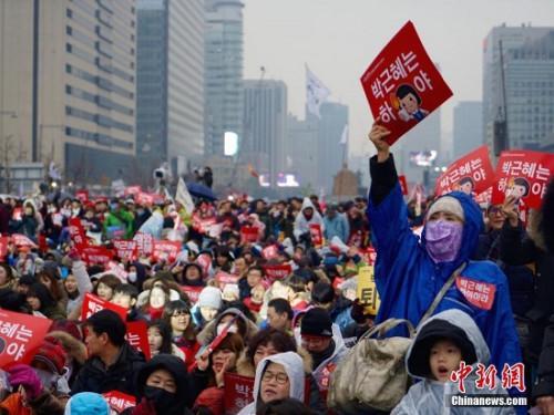"""11月26日,韩国爆发""""亲信干政""""事件后第五轮大规模集会。"""