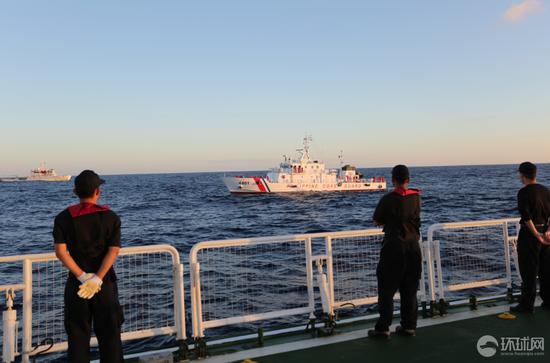 中国海警讲述抢救菲渔民始末:顶十四级台风救人