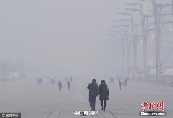 12月4日,京城笼罩在一片灰蒙之中。图片来源:视觉中国