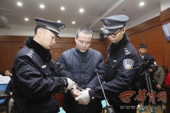 聂李强受审现场