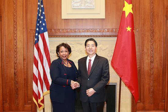 当地时间12月7日下午,国务委员、公安部部长郭声琨在华盛顿与美国司法部部长林奇举行会谈。