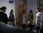 教师让迟到学生互扇耳光