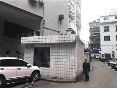 ▲12月13日,被杀的安某所在派出所,与乐贵建单位一墙之隔。