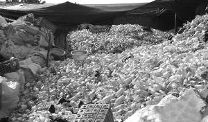 成品收买站沉积如山的治疗抛弃物