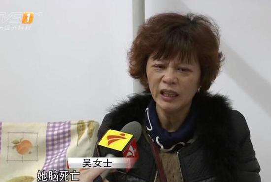 面前这位激情谢动的阿姨正是小洪的妈妈吴姑娘。