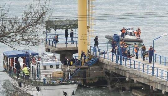 俄媒:失事图-154飞机第一个黑匣子被打捞出水