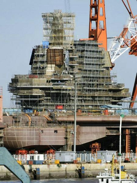 图为日媒曝光的中国航母高清照。