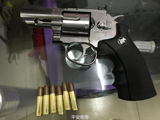 深圳警方缴获枪弹深圳警方缴获枪弹