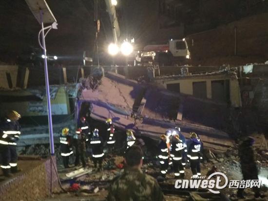 榆林市横山区一座公厕发生垮塌。